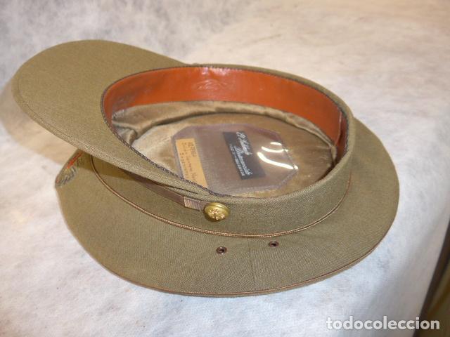 Militaria: Antigua gorra de alferez de años 40-50, con visera inclinada y agujeros aireacion. Original, Franco - Foto 9 - 213659218