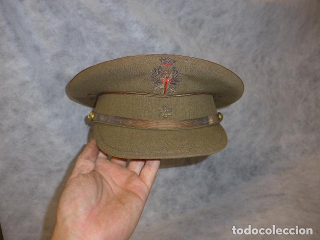ANTIGUA GORRA DE ALFEREZ DE AÑOS 40-50, CON VISERA INCLINADA Y AGUJEROS AIREACION. ORIGINAL, FRANCO (Militar - Boinas y Gorras )
