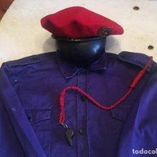 Militaria: BOINA ROJA O.J.E. TALLA 8 INSIGNIA VALE QUIEN SIRVE CON CAMISA AZUL Y PITO. Lote 214489221