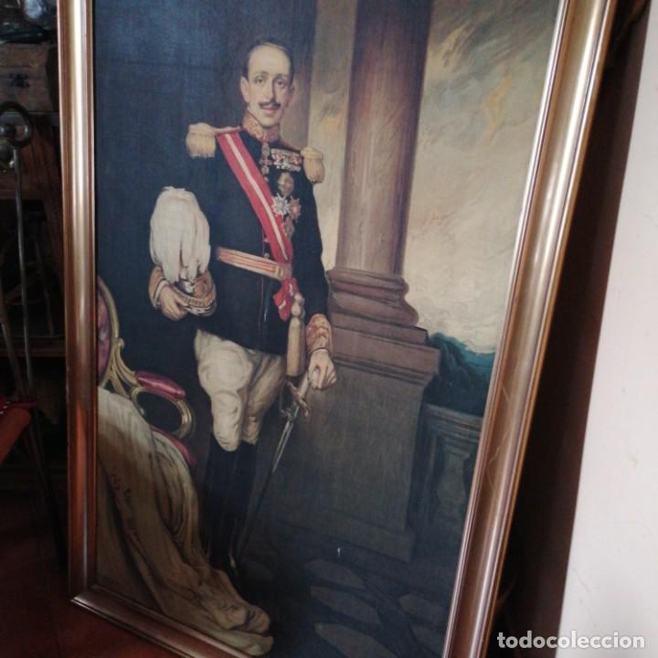 Militaria: Óleografia Alfonso 13 de tamaño grande y corona de bronce - Foto 2 - 214598765