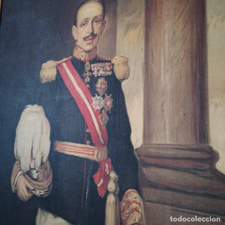 Militaria: Óleografia Alfonso 13 de tamaño grande y corona de bronce - Foto 4 - 214598765