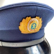 Militaria: GORRA DE SOLAPA POLICÍA DE BULGARÍA - ÉPOCA COMUNISTA - AÑOS 70 - GORRA DE LA MILICIA. Lote 214762668