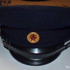 Militaria: PRECIOSA GORRA ORIGINAL DE LA POLICIA ALBANESA DE LOS AÑOS 1960.EXTRAORDINARIO ESTADO. Lote 214787410