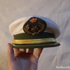 Militaria: ANTIGUA GORRA DE PLATO DE SANIDAD MILITAR CON SU FUNDA BLANCA, ORIGINAL, EPOCA JUAN CARLOS I.. Lote 214862148