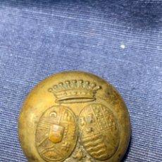 Militaria: BOTON LATON CORONA CONDAL CONDE DOS ESCUDOS ARMAS FAMILIAS HERALDICA ARISTOCRACIA BOUVET FABRICANTE. Lote 215385027