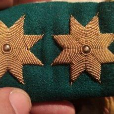 Militaria: PAREJA DE ESTRELLAS BORDADAS EN HILO DE ORO CAZADORES DE MONTAÑA ALFONSINAS 3,5 CM CADA UNA. Lote 219904455