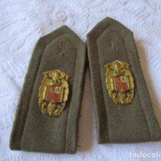 Militaria: PAREJA DE HOMBRERAS DE UNIFORME ESCOLTA GUARDIA DE FRANCO. Lote 222433050