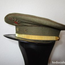 Militaria: ANTIGUA GORRA DE PLATO DE OFICIAL TENIENTE EJERCITO TIERRA VISERA DE CHAROL NEGRO.RARA.EPOCA FRANCO. Lote 222907862