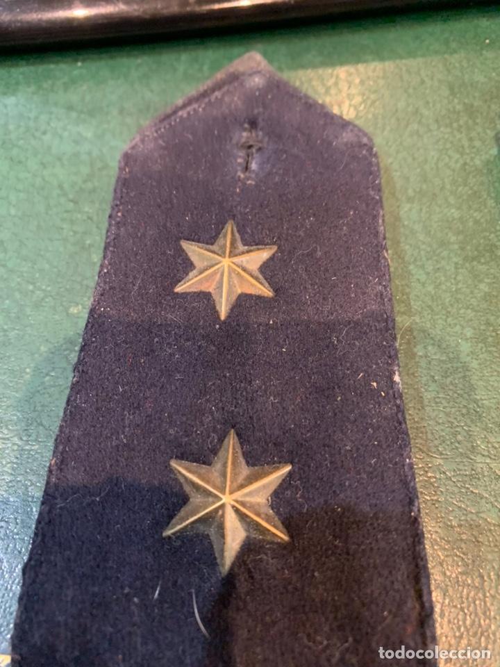 Militaria: Pareja de hombreras de capote Negra muy gruesa de Teniente con uso - Foto 2 - 230159765