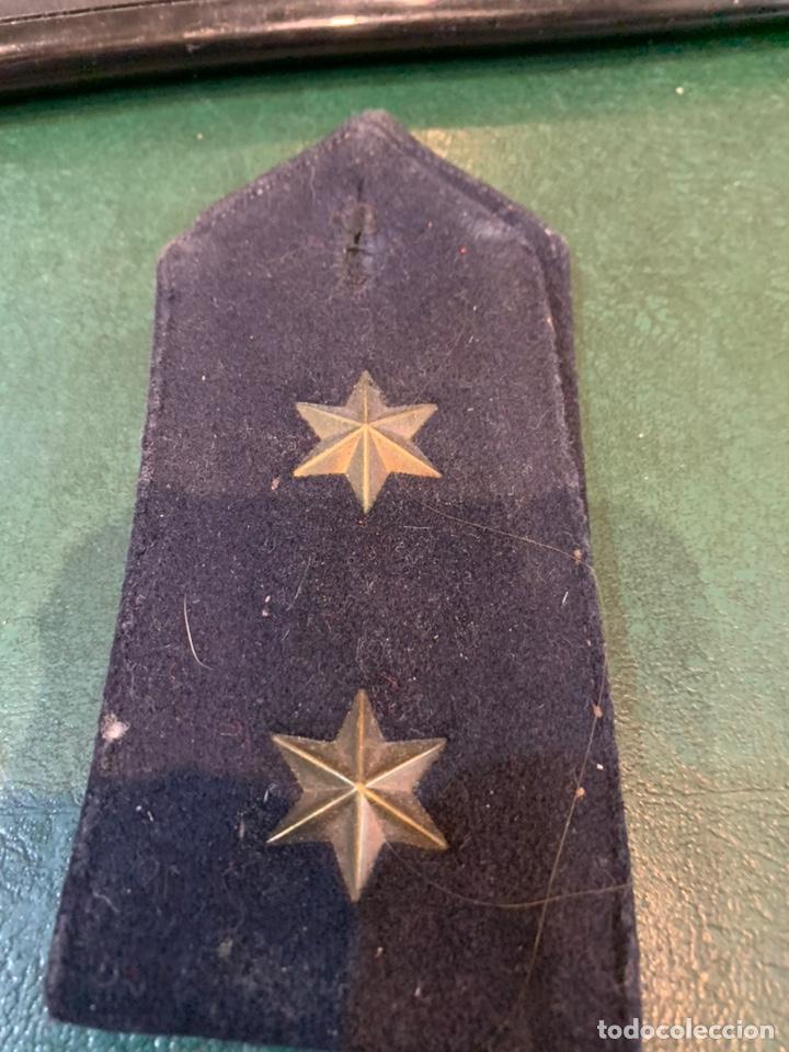 Militaria: Pareja de hombreras de capote Negra muy gruesa de Teniente con uso - Foto 4 - 230159765