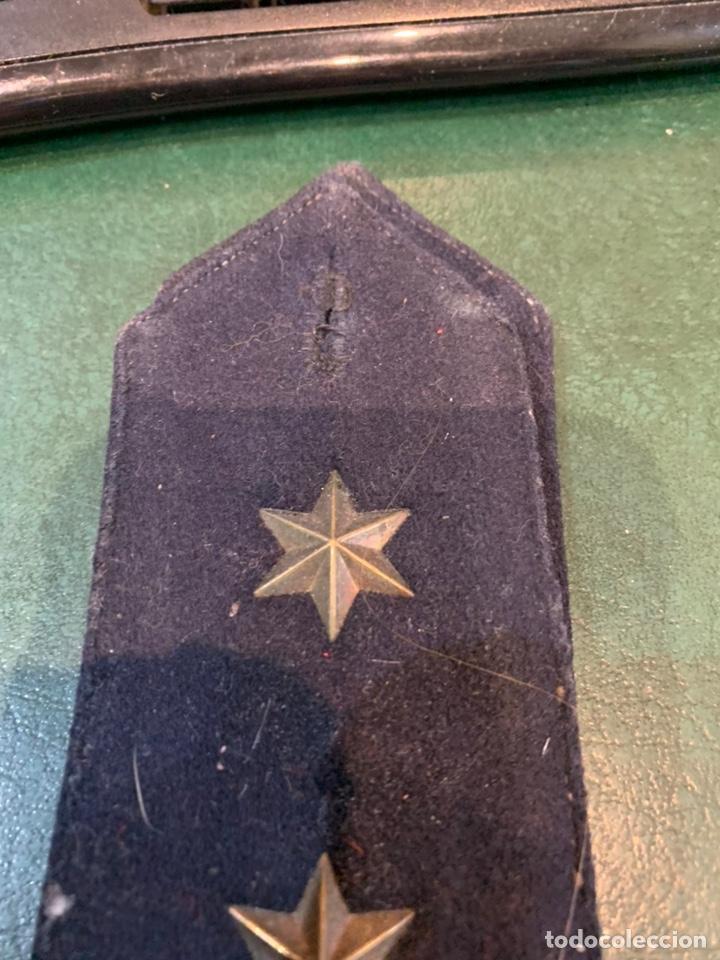 Militaria: Pareja de hombreras de capote Negra muy gruesa de Teniente con uso - Foto 5 - 230159765