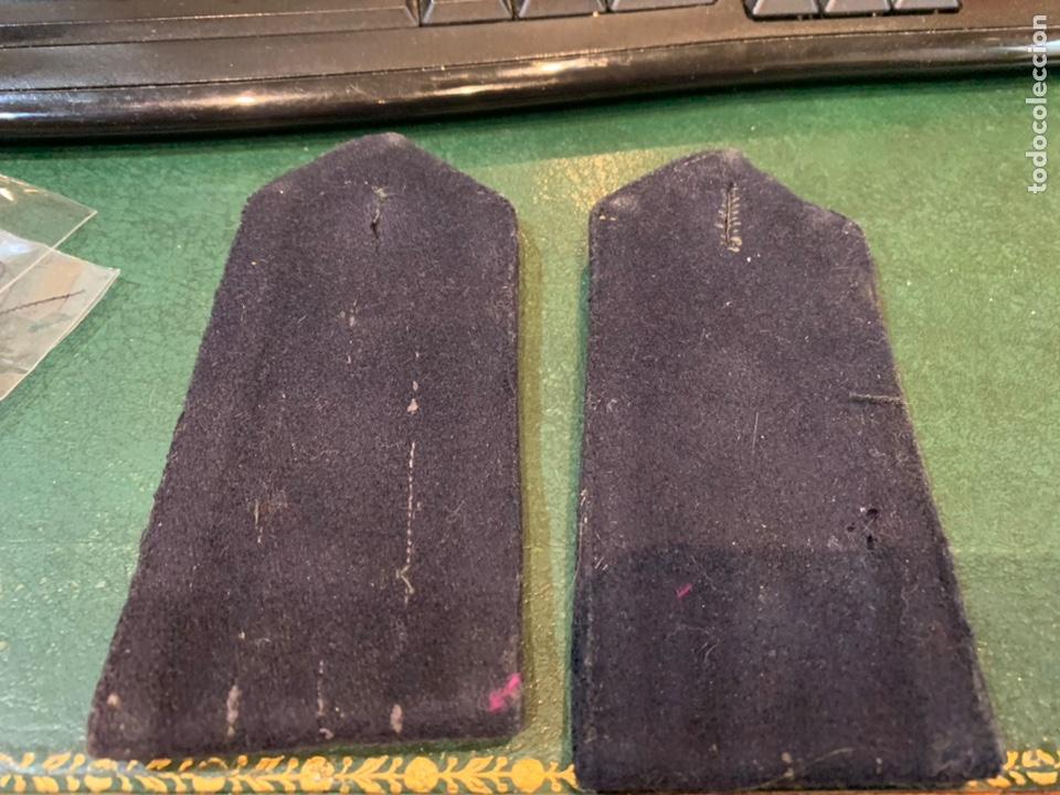 Militaria: Pareja de hombreras de capote Negra muy gruesa de Teniente con uso - Foto 6 - 230159765