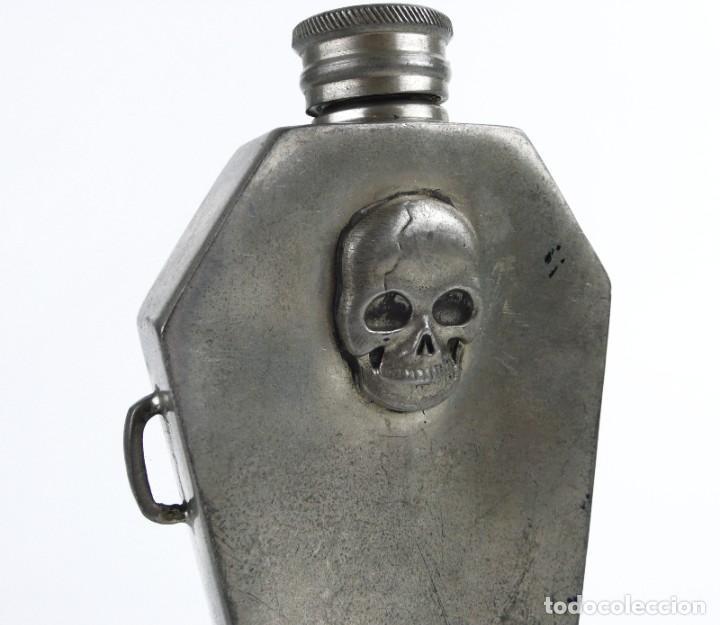 Militaria: English pewter, Sheffield - 4 OZ- Petaca de peltre - ataúd -Memento mori- Principios S.XX - Foto 3 - 230269705