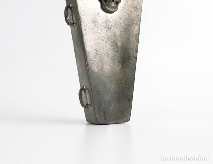 Militaria: English pewter, Sheffield - 4 OZ- Petaca de peltre - ataúd -Memento mori- Principios S.XX - Foto 7 - 230269705
