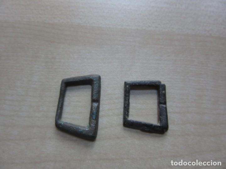 DOS HEBILLAS TRAPEZOIDALES POSIBLE S XIV- XV (Militar - Cinturones y Hebillas )