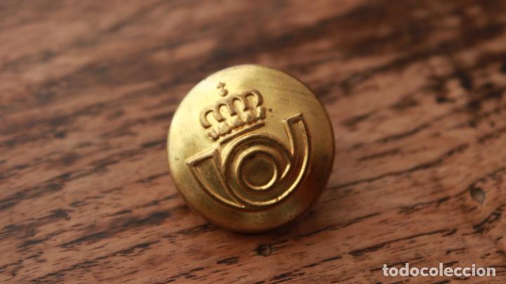 Militaria: Antiguo botón de uniforme de Correos y Telegrafos años 50-60 - Foto 2 - 235195555