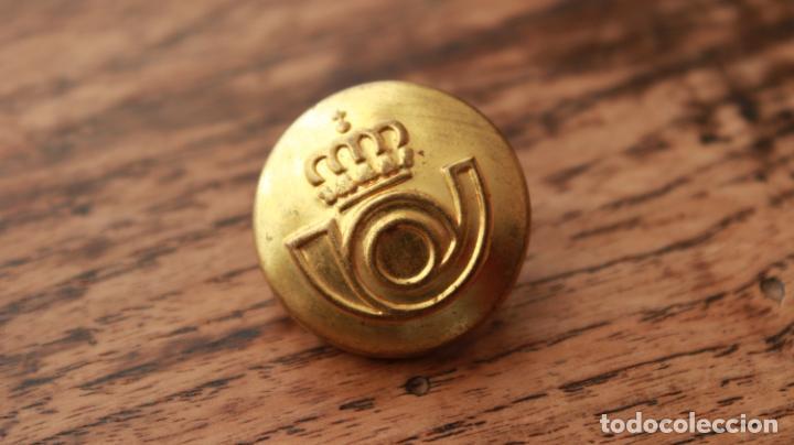 Militaria: Antiguo botón de uniforme de Correos y Telegrafos años 50-60 - Foto 3 - 235195555