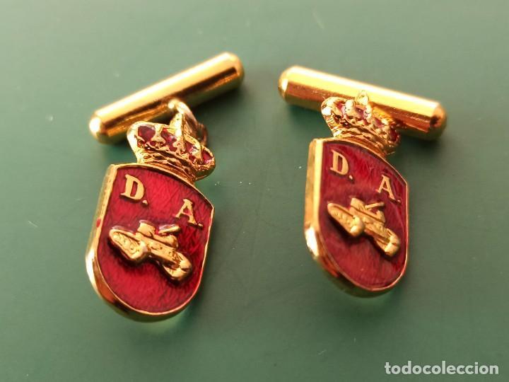 PAREJA DE GEMELOS DIVISIÓN ACORAZADA. (Militar - Otros relacionados con uniformes )