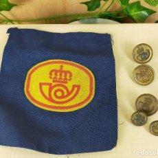 Militaria: BOTONES Y PARCHE DE UNIFORME DE CORREOS. Lote 235996385