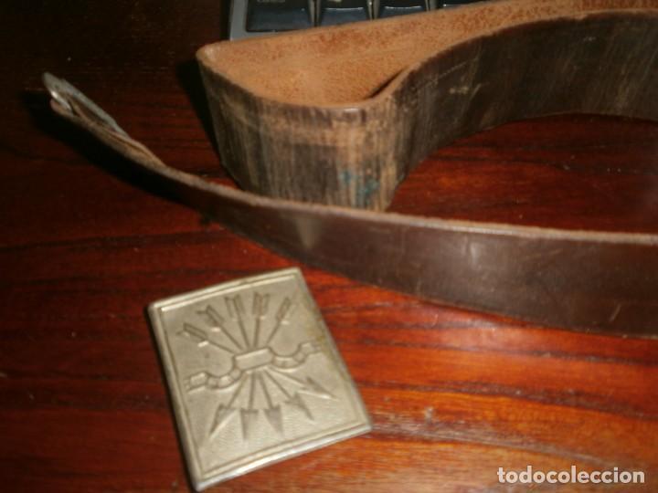 Militaria: Hebilla metálica Falange Yugo y flechas 6 X 5 cm. falta pasador de Cinturón cuero mide 90 cm. - Foto 8 - 221489855