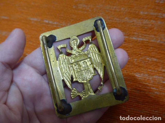 Militaria: Antigua rara hebilla calada de la policia o guardia de Franco, original. - Foto 3 - 236841805