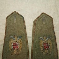 Militaria: MAGNIFICA PAREJA HOMBRERAS BORDADAS PARA ABRIGO OFICIAL EPOCA FRANQUISTA. Lote 239666935