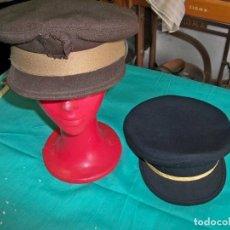 Militaria: 2 GORRAS ANTIGUAS DEL CUERPO DE POLICÍA NACIONAL ,GORRA MARRÓN, VALLE AÑOS 80, LA AZUL MAS MODERNA. Lote 244624130