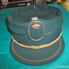 Militaria: ANTIGUA GORRA, TERESIANA DE LA GUARDIA CIVIL DE MANUFACTURAS VALLE S.A, MADRID. Lote 244625205