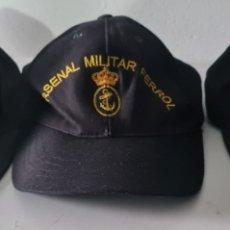 Militaria: TRES GORRAS REGLAMENTARIAS ARMADA ESPAÑOLA. ARSENAL MILITAR DE FERROL, ESENGRA Y FRAGATA MENDEZ NUÑE. Lote 245108790