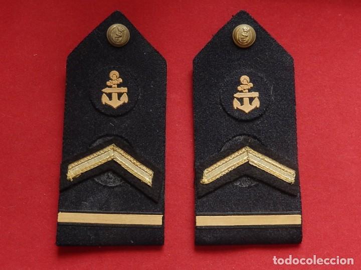 ARMADA ESPAÑOLA. MARINA GUERRA. HOMBRERAS. SUBOFICIALES SUPERIORES. SUBTENIENTE. TORPEDISTA. ÉPOCA J (Militar - Otros relacionados con uniformes )