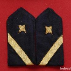 Militaria: ARMADA ESPAÑOLA. MARINA GUERRA. HOMBRERAS. MARINERÍA. CABO 1º V. ESCRIBIENTE. ÉPOCA JUAN CARLOS I.. Lote 245468110