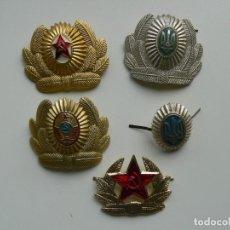 Militaria: URSS LOTE DE 5 ESCARAPELAS MILITARES PARA GORROS. Lote 246009215