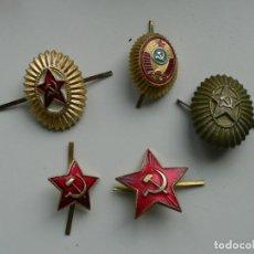 Militaria: URSS LOTE DE 5 ESCARAPELAS MILITARES PARA GORROS. Lote 246010895