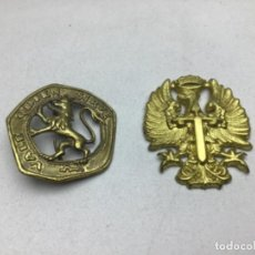Militaria: LOTE INSIGNIAS GORRA - OJE QUIEN SIRVE VALE - EMBLEMA AGUILA. Lote 246309860