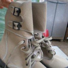 Militaria: BOTAS DE LONETA Y DOS HEBILLAS, NUEVAS. Lote 246358085