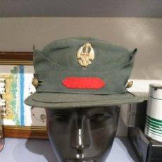 Militaria: GORRA TERESIANA + CUARTELERO + CARTUCHERAS GUARDIA CIVIL AÑOS 50. Lote 246537050