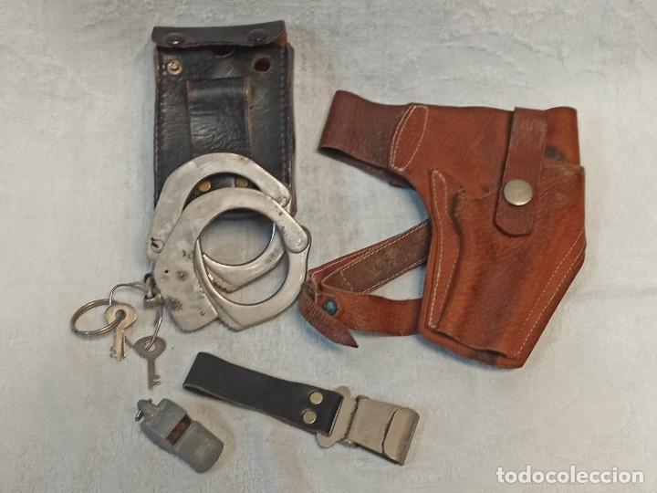 LOTE DE POLICÍA ARMADA. GRILLETES, TAHALI, PISTOLERA.... B6 (Militar - Otros relacionados con uniformes )