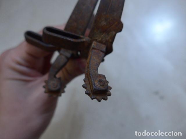 Militaria: * Lote 2 antiguos estribos de caballeria de forja de siglo XVIII, pareja, originales. ZX - Foto 10 - 249249140