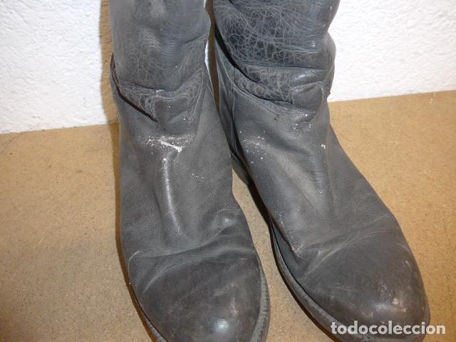 Militaria: Antiguas botas altas de oficial español, de cuero negro. Originales. Guerra civil y posguerra. - Foto 3 - 254572010