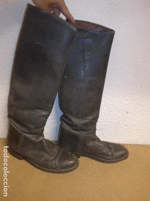 Militaria: Antiguas botas altas de oficial español, de cuero negro. Originales. Guerra civil y posguerra. - Foto 4 - 254572010