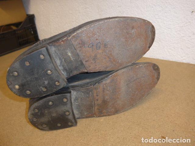 Militaria: Antiguas botas altas de oficial español, de cuero negro. Originales. Guerra civil y posguerra. - Foto 7 - 254572010