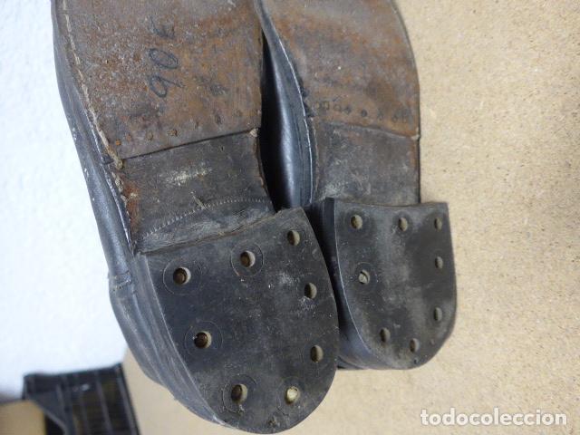 Militaria: Antiguas botas altas de oficial español, de cuero negro. Originales. Guerra civil y posguerra. - Foto 9 - 254572010