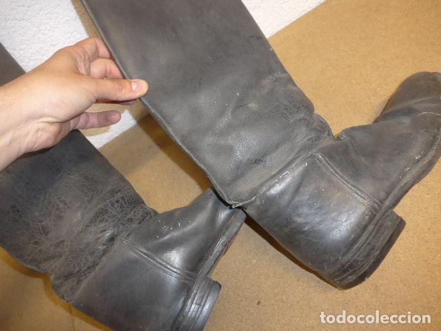 Militaria: Antiguas botas altas de oficial español, de cuero negro. Originales. Guerra civil y posguerra. - Foto 10 - 254572010
