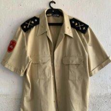 Militaria: CAMISA MANGA CORTA TALLA 44 GENERAL JEFE DIVISION ACORAZADA BRIAC XII PARCHES DISTINTIVOS HOMBRERAS. Lote 255411480