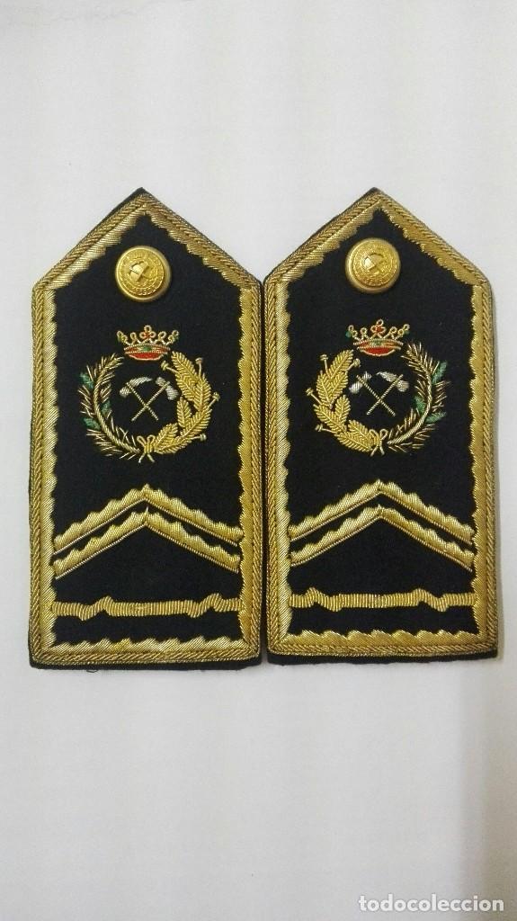ANTIGUAS HOMBRERAS DE INGENIERO DE MONTES (Militar - Otros relacionados con uniformes )
