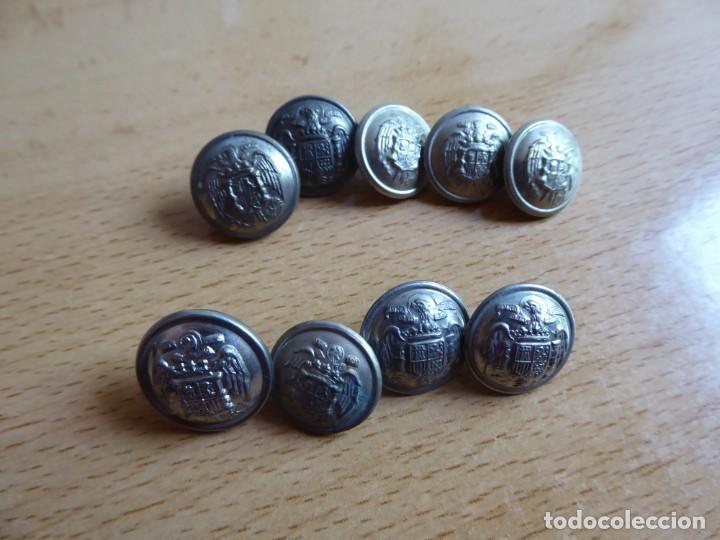 Militaria: Botones pequeños plateados Policía Armada y Guardia Civil. - Foto 2 - 261954490