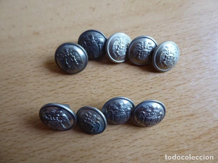 Militaria: Botones pequeños plateados Policía Armada y Guardia Civil. - Foto 3 - 261954490