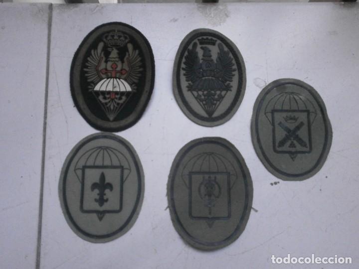 LOTE 5 PARCHES LONA Y TELA EJERCITO ESPAÑOL USADOS - PARACAIDAS VARIADOS (Militar - Otros relacionados con uniformes )