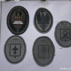 Militaria: LOTE 5 PARCHES LONA Y TELA EJERCITO ESPAÑOL USADOS - PARACAIDAS VARIADOS. Lote 265895918