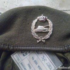 Militaria: ANTIGUA BOINA MILITAR CON INSIGNIA. Lote 267896439